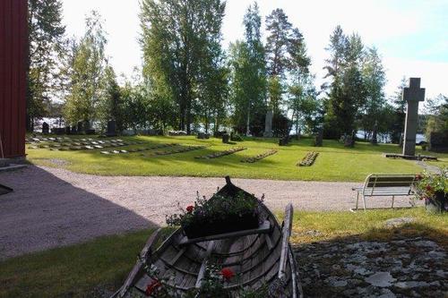 Kuoreveden kirkon hautausmaat
